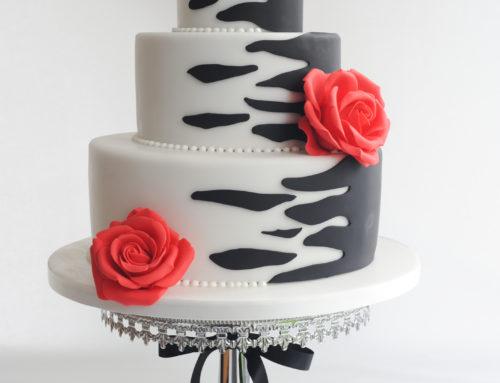 Hochzeitstorte passend zu einem Kleid von Lucardis FeistA special Creation for a Gothic styled Wedding